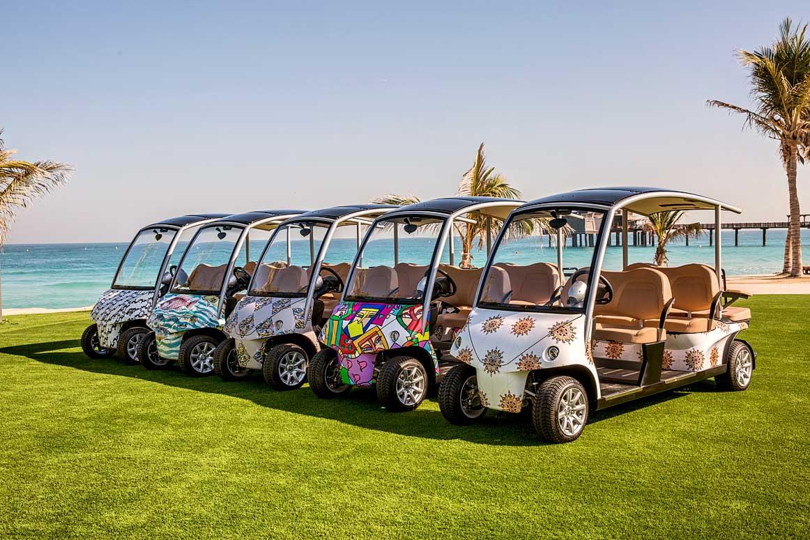 Отели Jumeirah в Дубае представили новые багги с росписью художников из ОАЭ
