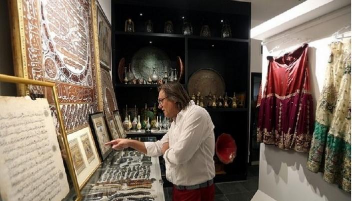 Арт-базар открывается в галерее искусств в Абу-Даби.