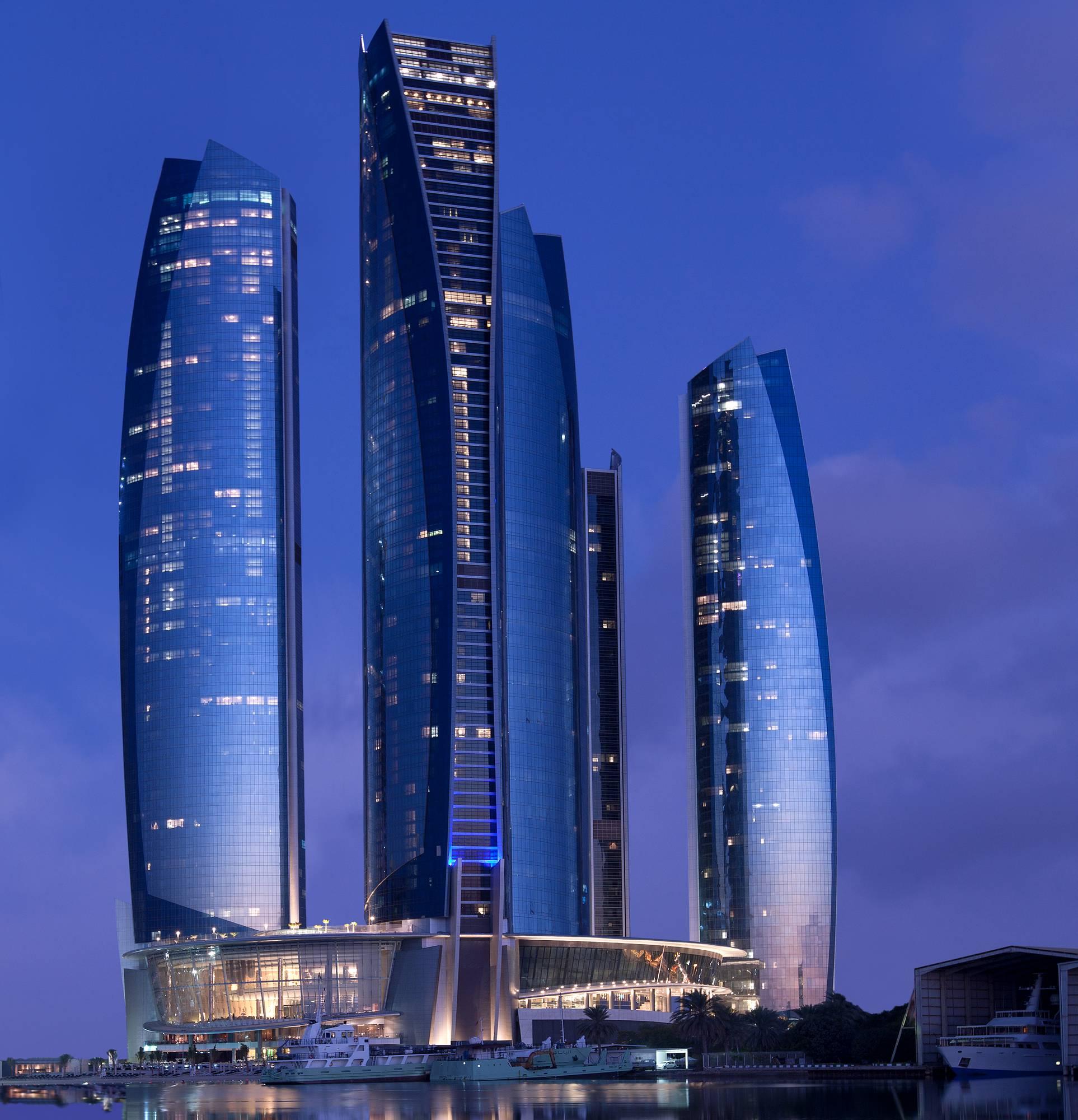 На крутых виражах: Jumeirah at Etihad Towers приглашает в приключение по мотивам фильма «Форсаж-7»
